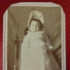 Fotografía antigua: ALBUMINA RETRATO DE NIÑO MUERTO POST- MORTEN. NO FIGURA FOTÓGRAFO.. Lote 196484936