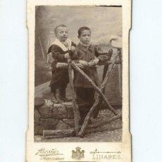 Fotografía antigua: PAREJA DE NIÑOS, FOTO : ALCAÑÍZ HERMANOS, LINARES. CDV. Lote 197916416