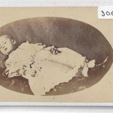 Fotografía antigua: NIÑA / NIÑO FOTOGRAFÍA POST MORTEM - FOTÓGRAFO - JUAN MARTI - BARCELONA - P30657. Lote 198894948