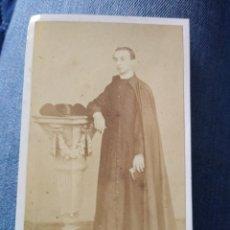 Fotografía antigua: RETRATO CURA, RELIGIOSO. FOTOGRAFÍA DE JOAQUÍN MASAGUER. GERONA.. Lote 204186886