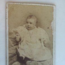 Fotografía antigua: CARTA DE VISITA BEBE FOTOGRAFIA ALBUMINA P. PALLEJA - MEDIDA: 10,8 X 6,6 CM. Lote 205200978