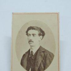 Fotografía antigua: FOTOGRAFIA ALBUMINA TIPO CDV DE CABALLERO DE FINALES DE SIGLO XIX, FOTO M. HEBERT, MADRID, MIDE 10 X. Lote 206418760