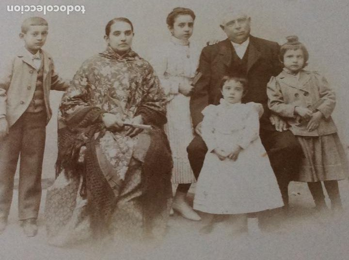 FOTOGRAFÍA ELÉCTRICA SIGLO XIX PRESTIGIOSO FOTÓGRAFO V. NOVILLO CON PRECIOSO MARCO DE MEDIADOS S.XX (Fotografía Antigua - Cartes de Visite)
