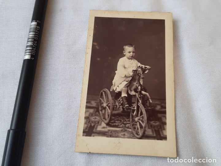 FOTOGRAFÍA DE UN NIÑO EN UN TRICICLO CON CABALLO. 1876. FOTÓGRAFO A. GARCÍA, VALENCIA. (Fotografía Antigua - Cartes de Visite)