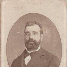Fotografía antigua: C.V. RETRATO FRONTAL EN ÓVALO DE SEÑOR CON PAJARITA C.1890 FOT. LINARES E HIJO. CARTAGENA (MURCIA). Lote 209180665