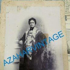 Fotografía antigua: SEVILLA, SIGLO XIX, PRECIOSA CDV SEÑORA CON MANTON DE MANILA, FOT. R.SANZ,108X165MM. Lote 210285898