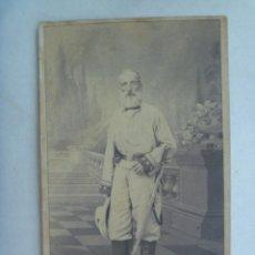 Fotografía antigua: GUERRA DE CUBA : CDV DE VETERANO MILITAR, CORONEL CABALLERIA O GUARDIA CIVIL, CON SABLE , SIGLO XIX.. Lote 212028035