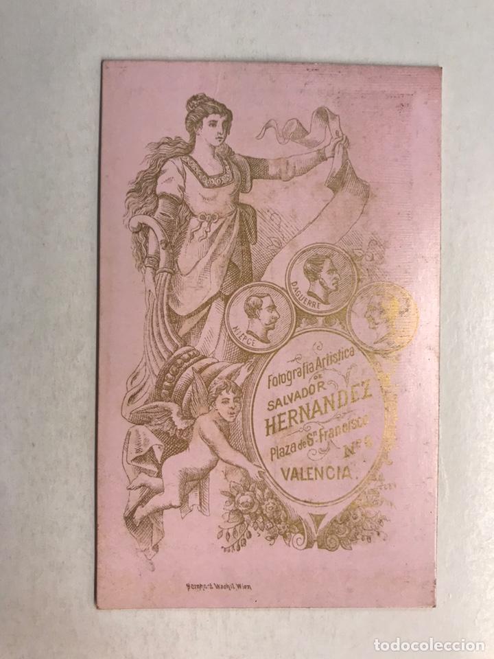 Fotografía antigua: CDV, Carte de Visite, fotografo S. HERNÁNDEZ, VALENCIA (fin Siglo XIX) Joven con traje y reloj - Foto 2 - 213431650