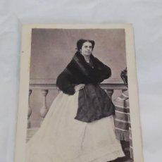Fotografía antigua: FOTOGRAFIA ALBUMINA TIPO CDV DE MUJER, SIGLO XIX,, MIDE 10 X 6 CMS. APROX.. Lote 214128026