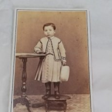 Fotografía antigua: FOTOGRAFIA ALBUMINA TIPO CDV DE NIÑA, SIGLO XIX, FOTO E. OTERO, MADRID, MIDE 10 X 6 CMS. APROX.. Lote 241800475