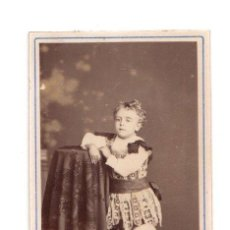 Fotografía antigua: CARTE DE VISITE CON ESCENA DE NIÑO. Lote 220846446