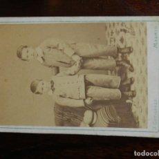 Fotografía antigua: FOTOGRAFIA ALBUMINA TIPO CDV, NIÑOS, FOTO J. GUTIERREZ, MADRID, MIDE 10,5 X 6 CMS. APROX.. Lote 221494586