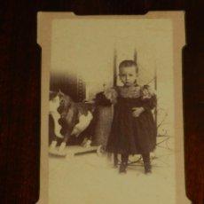 Fotografía antigua: FOTOGRAFIA ALBUMINA TIPO CDV, NIÑO, FOTO H. DIEGUEZ, MIDE 10,5 X 6 CMS. APROX.. Lote 221494981