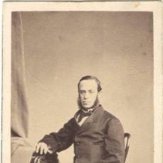 Fotografía antigua: CDV - CARTE DE VISITE - CABALLERO CON PURO - DURÁN Y CUERVO - A. ALONSO MARTÍNEZ Y HERMANO AÑO 1862. Lote 235819060