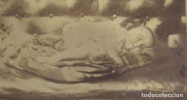 Fotografía antigua: ANTIGUA FOTOGRAFIA POST MORTEM NIÑO MUERTO. CARTE DE VISITE. RETRATO DE LUTO. 10 X 6,5 CM - Foto 4 - 238254785