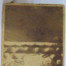 Fotografía antigua: ANTIGUA FOTOGRAFIA POST MORTEM NIÑO MUERTO. CARTE DE VISITE. RETRATO DE LUTO. 10 X 6,5 CM. Lote 238254785