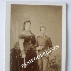 Fotografía antigua: FOTOGRAFÍA DE LA REINA ISABEL II ESPAÑA Y REY ALFONSO XII - HACIA 1870 - LE JEUNE - CDV -LEVITSKY. Lote 143901962
