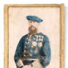 Fotografía antigua: CARLOS VII DE BORBÓN, CDV COLOREADA, AL DORSO SELLO JUVENTUD CARLISTA CÍRCULO DE VALENCIA CIRCA 1880. Lote 253653295