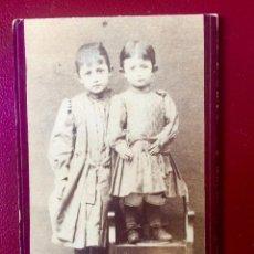 Fotografía antigua: FOTO CDV FOTOGRAFÍA ITALIA RETRATO NIÑOS. Lote 261559310