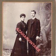 Fotografía antigua: SEVILLA, SIGLO XIX, ESPECTACULAR CDV DE UN MATRIMONIO, FOTO JUAN RODRIGUEZ, 180X255MM. Lote 262352125