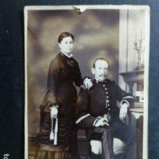 Fotografía antigua: CARTE DE VISITE RETRATO DE MILITAR Y SU ESPOSA ANGEL GARRORENA FOTOGRAFO HACIA 1870. Lote 265798454