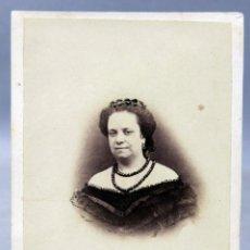 Photographie ancienne: CARTE VISITE FOTOGRAFÍA BUSTO DAMA COLLAR DOS VUELTAS ESTUDIO M MORALES Y DÍAZ MADRID HACIA 1870 XIX. Lote 275901413