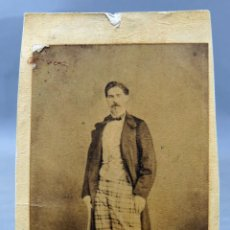 Fotografia antica: CARTE VISITE FOTOGRAFÍA CABALLERO PANTALÓN CUADROS CHAQUETA JULIA MADRID HACIA 1870 S XIX. Lote 275901613