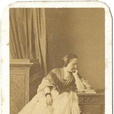Fotografía antigua: 1859CA FOTOGRAFÍA CARTE DE VISITE, CDV RETRATO DAMA FOTÓGRAFO EUGÈNE DISDÉRI. PARÍS, FRANCIA. Lote 278804518