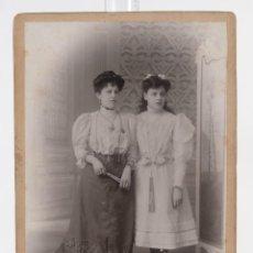 Fotografía antigua: FOTOGRAFÍA ANTIGUA ESPLUGAS BARCELONA - CARTE DE VISITE - MADRE E HIJA - F.S.XIX - 13,5 CM X 9,5 CM. Lote 278971188