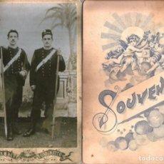 Fotografía antigua: X225 - PAR DE HOMBRES CON UNIFORMES DE BOMBEROS O POLICIAS ITALIANOS - FOTO CDV 16X11CM 1900'. Lote 289886233