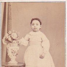 Fotografía antigua: ALBUMINA CDV NIÑA CON JARRÓN. E. OTERO FOTOGRAFÍA AMERICANA VISITACIÓN MADRID. Lote 295331548