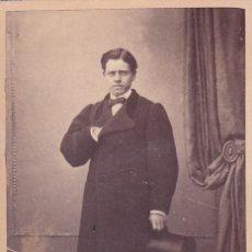 Fotografía antigua: ALBUMINA CDV CABALLERO CON SOMBRERO DE COPA. NIETO Y CIA CABALLERO DE GRACÍA 48 MADRID. Lote 295332213