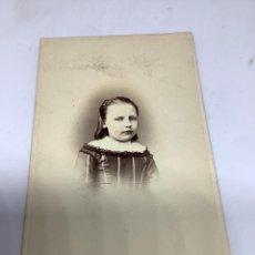 Fotografía antigua: CARTE DE VISITE NIÑA CDV (6,5X10,5 CM) . A LECOQ, PARIS H. 1890. Lote 296738483