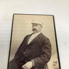Fotografía antigua: CARTE DE VISITE SEÑOR CDV (6,5X10,5 CM) . PHOTO HERMANSON, KRISTINEHAMN SUECIA H 1900. Lote 296739348
