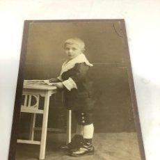 Fotografía antigua: CARTE DE VISITE NIÑO CDV (6,5X10,5 CM) . ATELIER GIESEN DORTMUND H 1890. Lote 296739398
