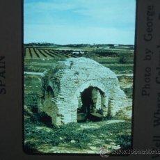 Fotografía antigua: PALOS DE LA FRONTERA HUELVA FUENTE DONDE SE SURTIÓ COLON DE AGUA DIAPOSITIVA KODAK AÑOS 50. Lote 28111876