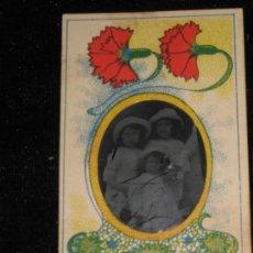 Fotografía antigua: FOTO CLICHÉ DE 5X9 CM INCLUIDO MARCO DE FLORES - NIÑOS. Lote 33746527