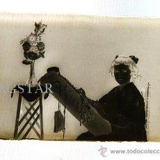 Fotografía antigua: UNA VERDADERA JOYA NIÑA DE CASTELLON HACIENDO BOLILLOS TAMAÑO 30X40. Lote 36405709