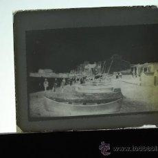 Fotografía antigua: PLACA FOTOGRAFICA ORIGINAL CRISTAL BARCAS CARGA DE NARANJA PLAYA GRAO DE CASTELLON TAMAÑO 6X9A. Lote 36418141