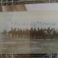 Fotografía antigua: ANTIGUO CRISTAL POSITIVO GIBRALTAR, GUARDIA FRONTERA LA LINEA A CABALLO. 8,2 X 8,2 CM. Lote 45718971