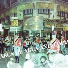 Fotografía antigua: SEMANA SANTA MÁLAGA. PRINCIPIOS DE LOS AÑOS 80. POLICÍA DE GALA. Lote 59104870