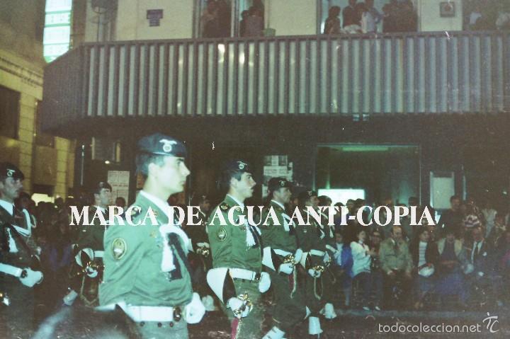 DESFILE DE BANDA MILITAR DE LA SEMANA SANTA DE MÁLAGA. PRINCIPIOS DE LOS AÑOS 80. CLICHÉ-NEGATIVO (Fotografía Antigua - Diapositivas)