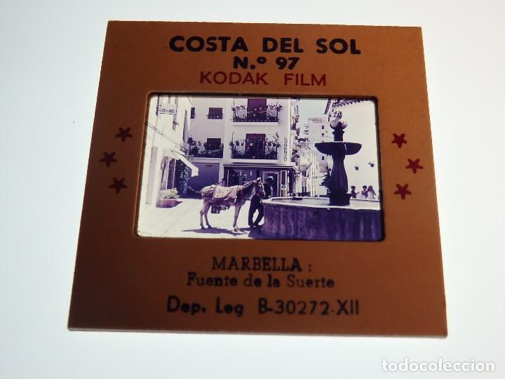 Fotografía antigua: DIAPOSITIVA COSTA DEL SOL MARBELLA (MALAGA) FUENTE DE LA SUERTE - Foto 2 - 65700126