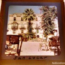Fotografía antigua: ANTIGUA DIAPOSITIVA VISTA DE SANLUCAR DE BARRAMEDA, CADIZ, MEDIDAS 7 X 7 CM, AÑOS 40. Lote 68300377