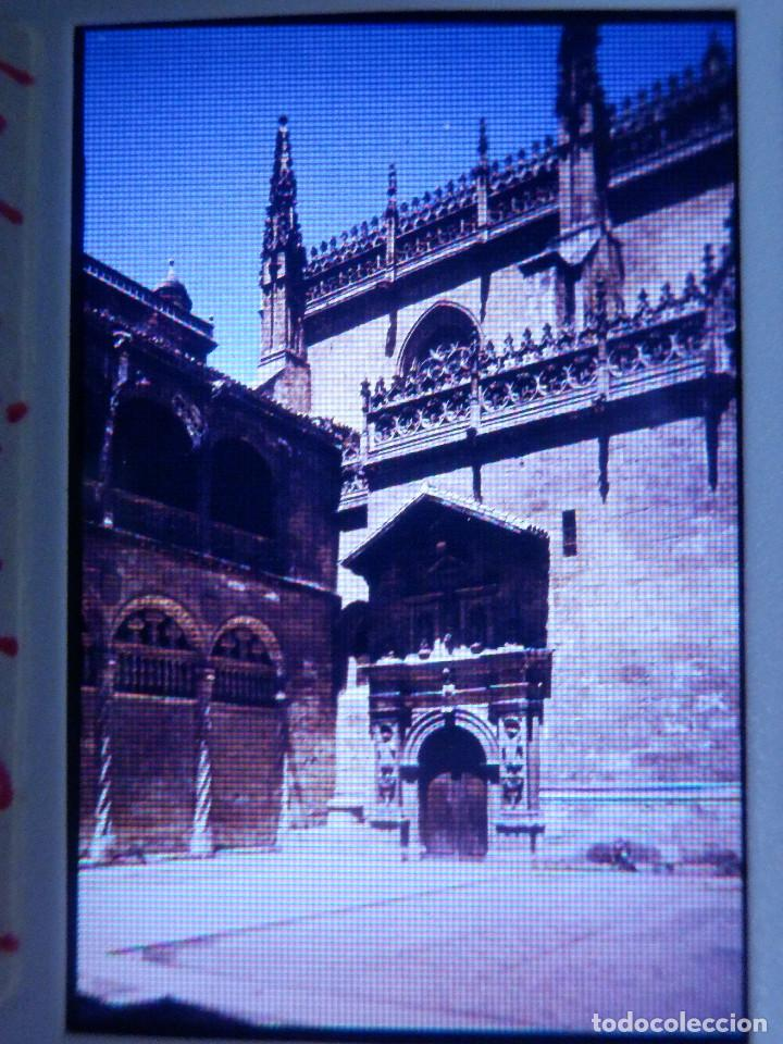 DIAPOSITIVA - FILMINA - 35 MM - MONTADA MARCO PROFESIONAL - GRANADA - LA LONJA Y CAPILLA REAL (Fotografía Antigua - Diapositivas)