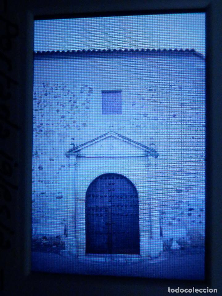 DIAPOSITIVA - FILMINA - 35 MM - MONTADA MARCO PROFESIONAL - TALAMANCA DEL JARAMA- PORTADA DE IGLESIA (Fotografía Antigua - Diapositivas)