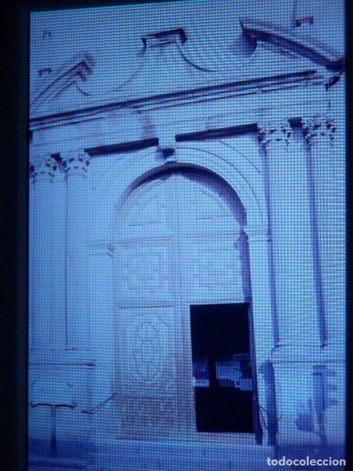 DIAPOSITIVA - FILMINA - 35 MM - MONTADA EN MARCO PROFESIONAL - ALCALA DE HENARES - PUERTA IGLESIA S. (Fotografía Antigua - Diapositivas)
