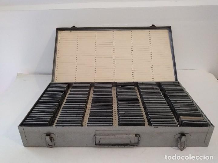 Fotografía antigua: archivador caja de metal o maletin diapositivas - Foto 3 - 93259525