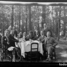 Fotografía antigua: AÑO 1920 - COMIDA CAMPO ALCALÁ DE HENARES, MADRID - NEGATIVO DE FOTOGRAFÍA - 15 X 9 CMS - EPOCA. Lote 102111627