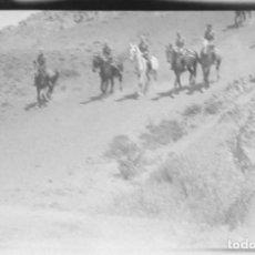Fotografía antigua: AÑO 1920 - HIPICA, CABALLO, JINETE, ALCALÁ DE HENARES, MADRID - NEGATIVO DE FOTOGRAFÍA - 15 X 9 CMS. Lote 102111683